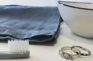 Deonne Le Roux Caring for your diamond ring